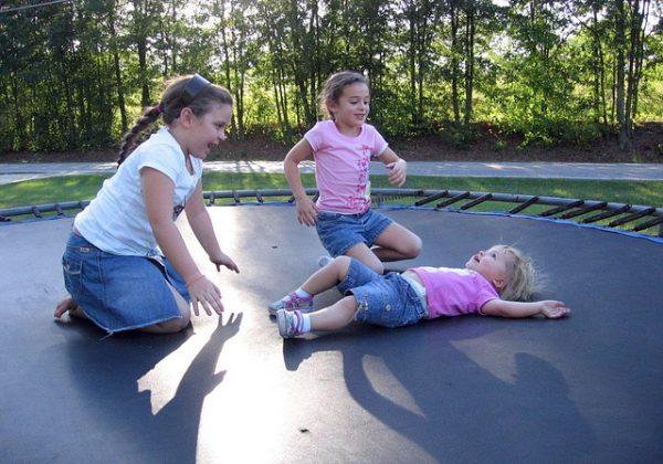 איך להפוך את החצר שלכם לגן שעשועים לילדים?