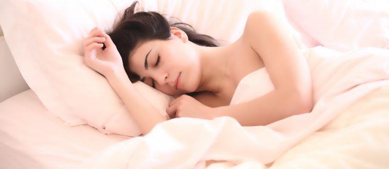 תכינו את המצעים: המיטות הכי מפנקות לחדר השינה שלכם