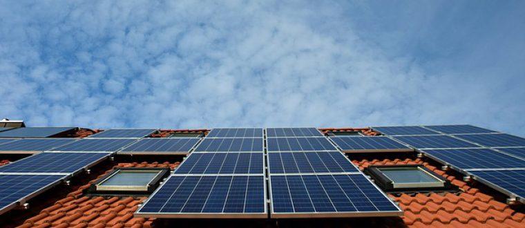 לוחות סולאריים על הגג הפרטי: תנו לשמש לעבוד בשבילכם